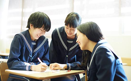 本校では希望する進路や興味・関心に応じて、自分に合った鍬(コース)を選ぶことができます。